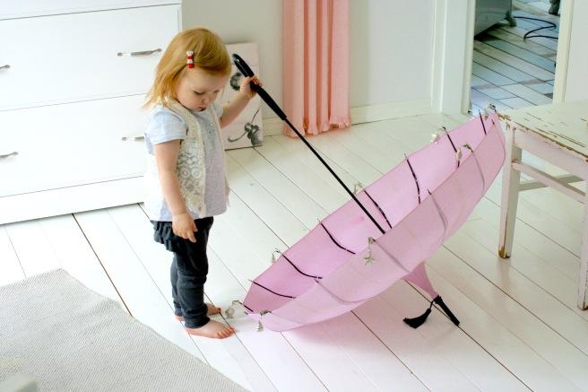 vaaleanpunainen sateenvarjo