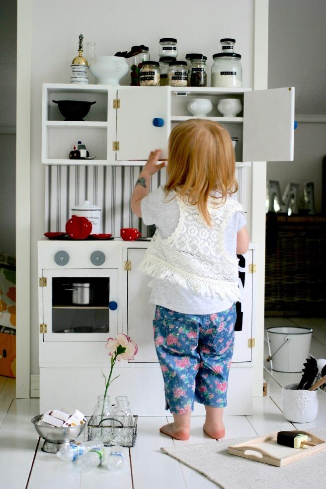 itsetehty lasten leikkikeittiö