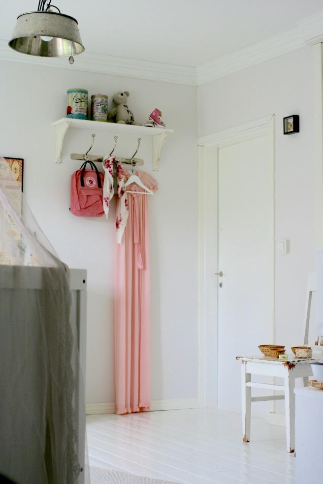 lastenhuoneen sisustus, valkoinen