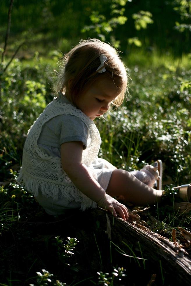 Lapsikuva ulkona luonnossa