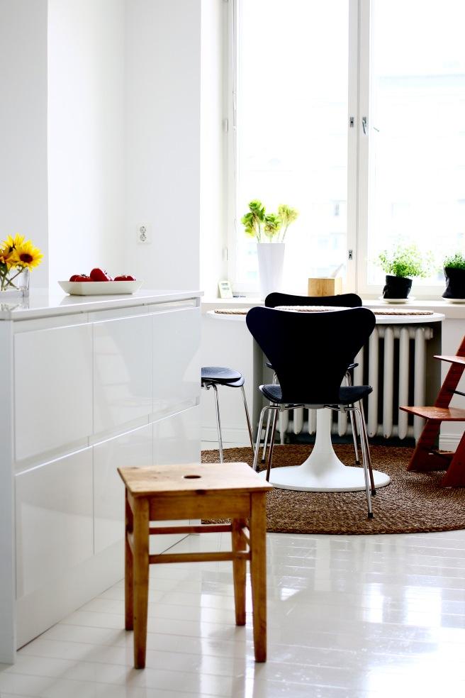 kaunis valoisa keittiö
