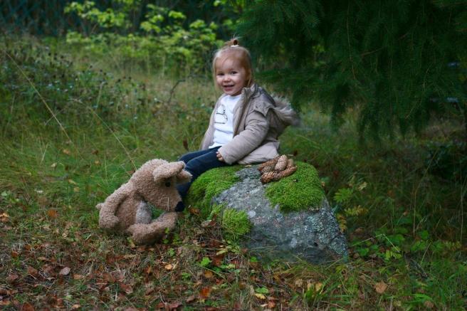 Lapsikuvausta metsässä