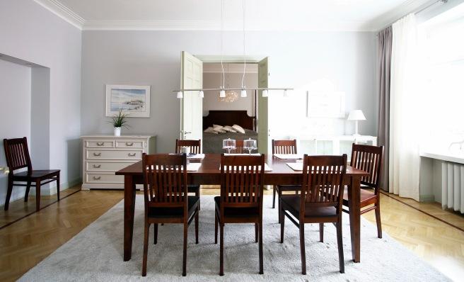 ruokailuryhmä, ruokapöytä ruskea