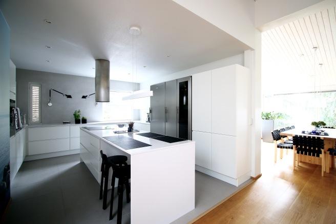 Upea moderni asunto, avokeittiö saarekkeella