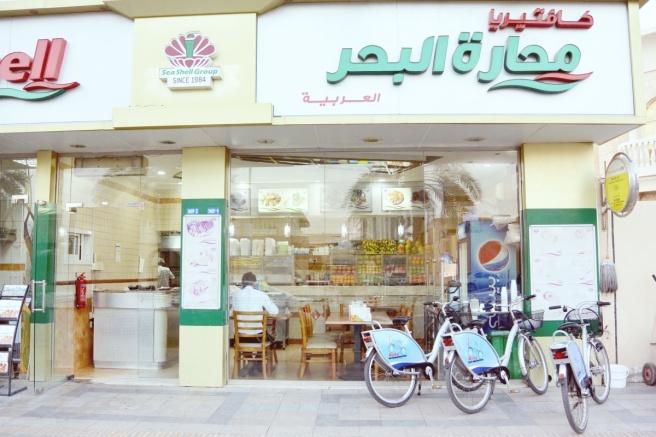 Vuokrapyörillä Dubaissa
