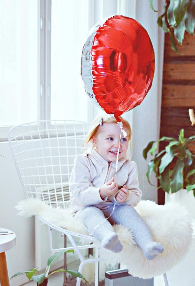 lapsi ja ilmapallo