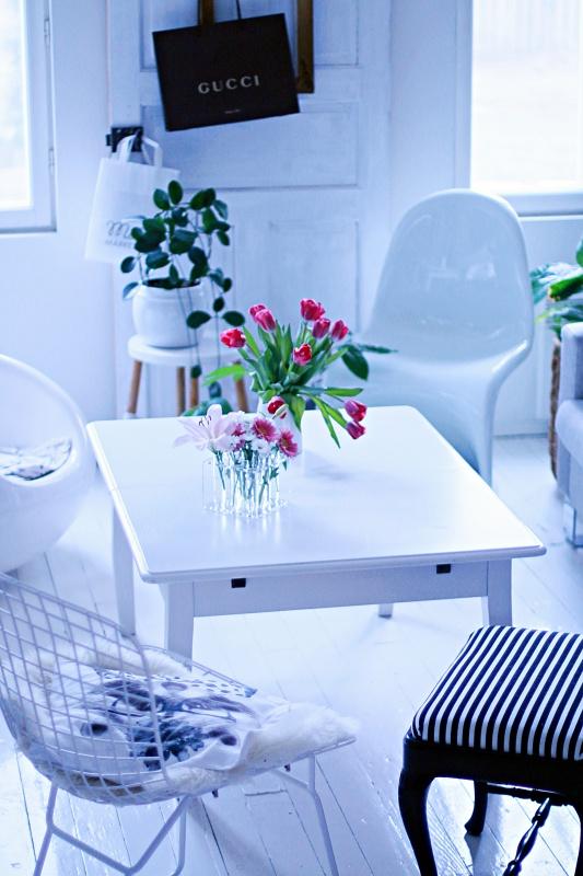 kukat olohuoneessa
