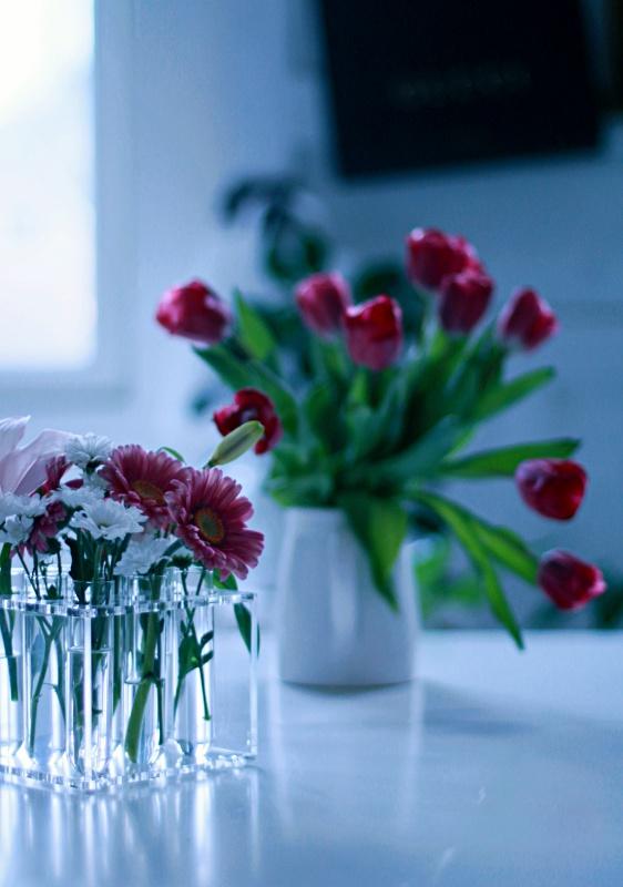 kukkia pöydällä