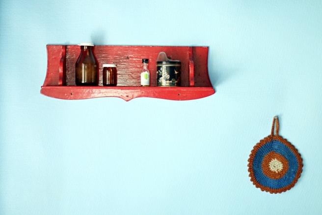 mökin vanha keittiö, siniset seinät