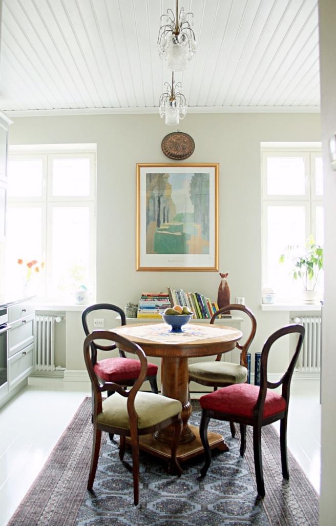 kaunis keittiö vanhassa talossa