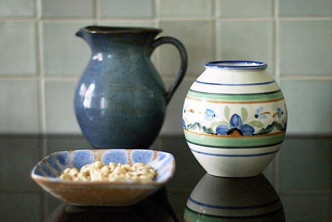 siniharmaata keittiöön, sisustus, kauniit vaasit