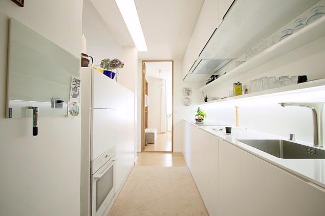 moderni-keittio pieneen-tilaan