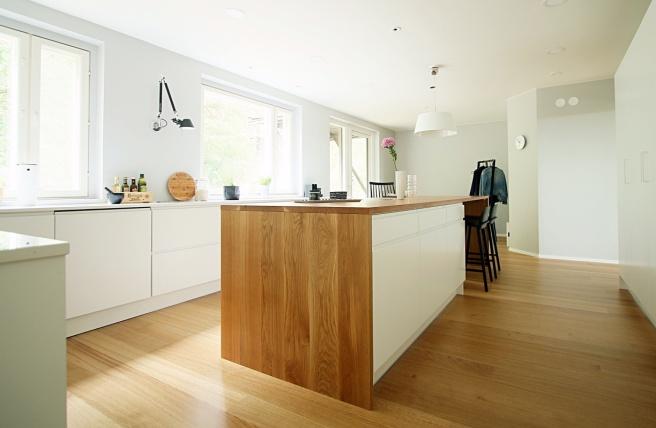 Tammipuu keittiössä