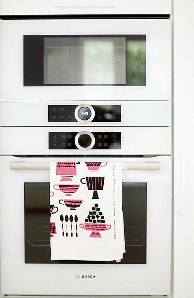 valkoiset uuni ja mikro, keittiöremontti