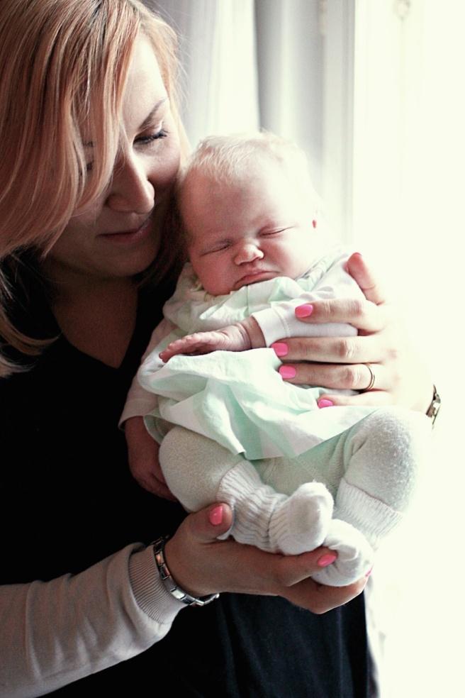 vauva ja äiti