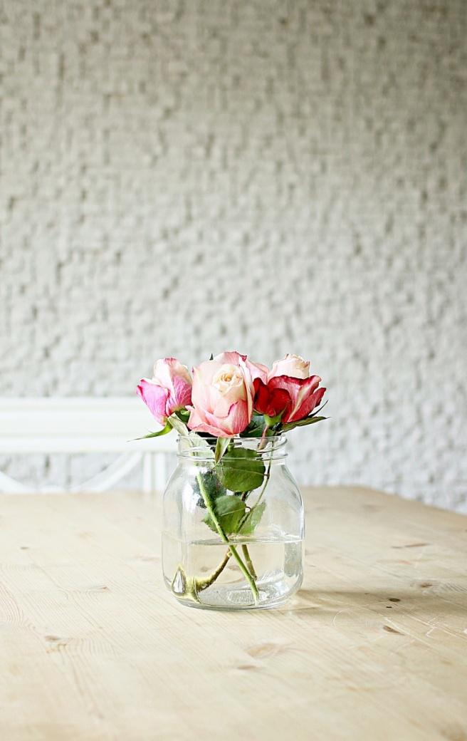 ruusut vaasissa
