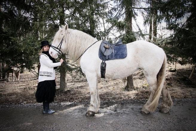 hevonen ja tyttö