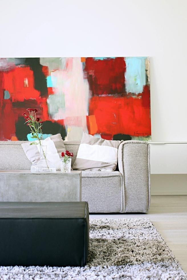 kaunis sohva suureen olkkariin